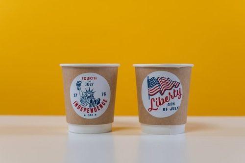 アメリカンなデザインの紙コップ
