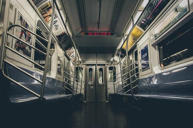 NYの地下鉄の車内