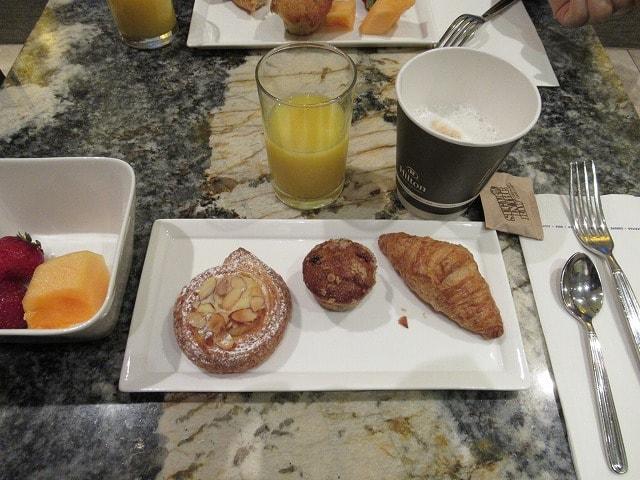 NYヒルトンミッドタウンのエグゼクティブラウンジ朝食