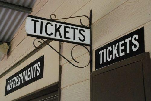 チケット売り場の看板