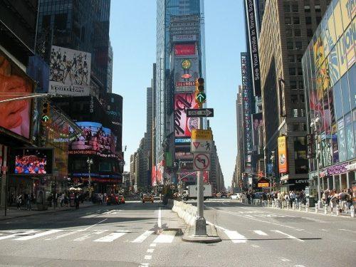 昼間のNYタイムズスクエア