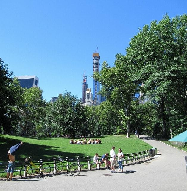週末のセントラルパークの風景