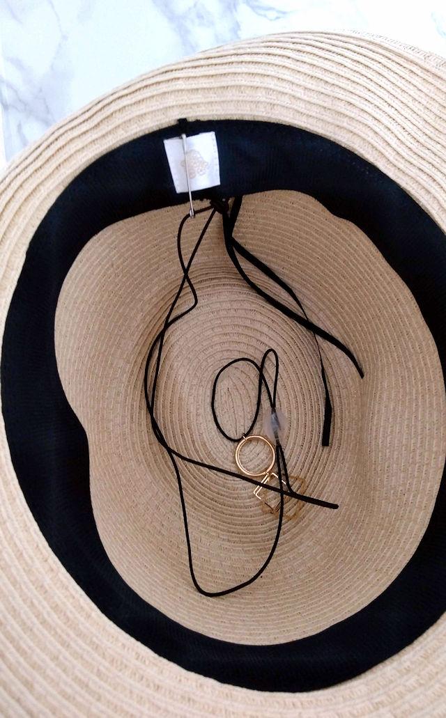 帽子のアクセサリー