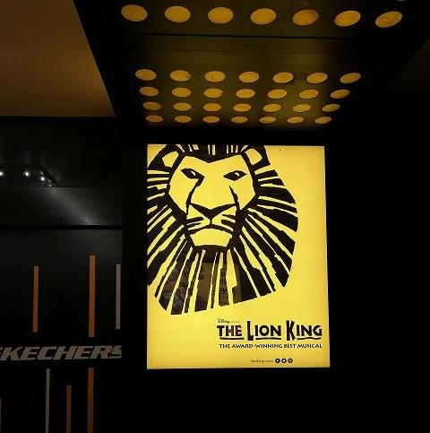 ミンスコフ劇場にあるライオンキングの看板