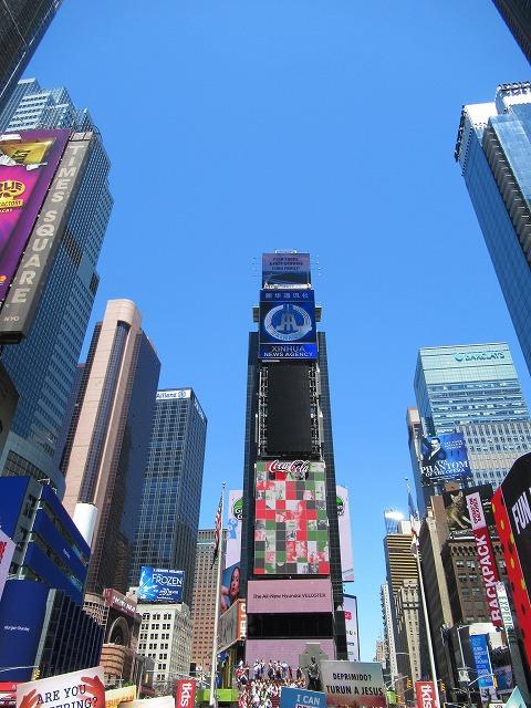 青空のNYタイムズスクエア