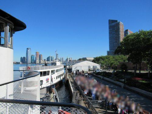 Statue Cruiseから見るフェリー乗り場