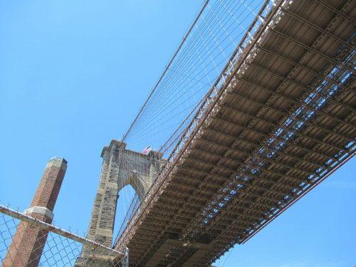 下から見上げるブルックリンブリッジ
