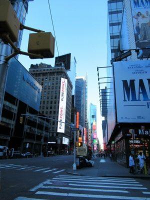 ニューヨークタイムズスクエア近くの通り