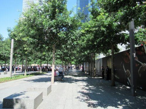 9.11メモリアルパーク敷地内の歩道