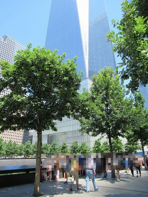 911メモリアルパークを訪れる人たちの様子