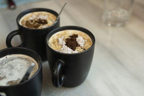 マグカップのコーヒー