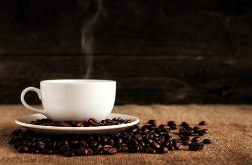 湯気が美味しそうなコーヒー