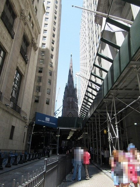 ウォールストリートから見えるトリニティ教会