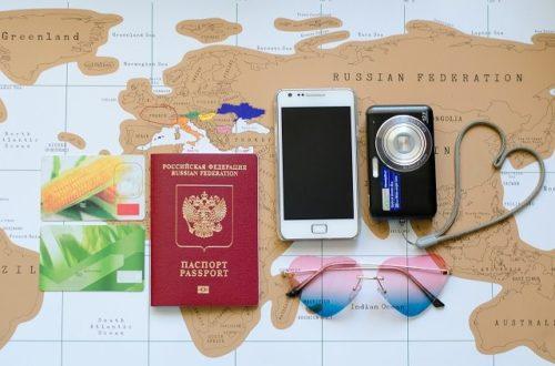 世界地図とパスポート