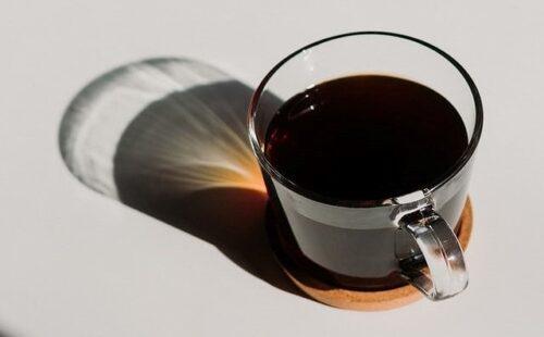 クリアガラスカップのコーヒー
