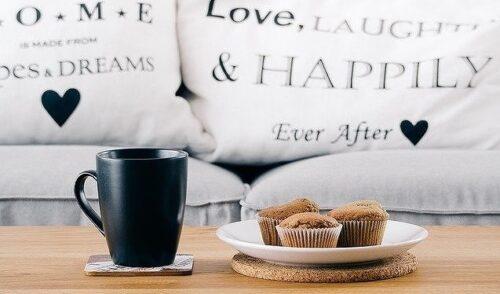 コーヒーカップととマフィン
